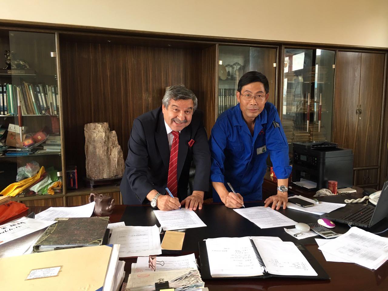 1. ÇİN'de Türbin ve Generatör Üretimi Sözleşmesi İmzalarken;